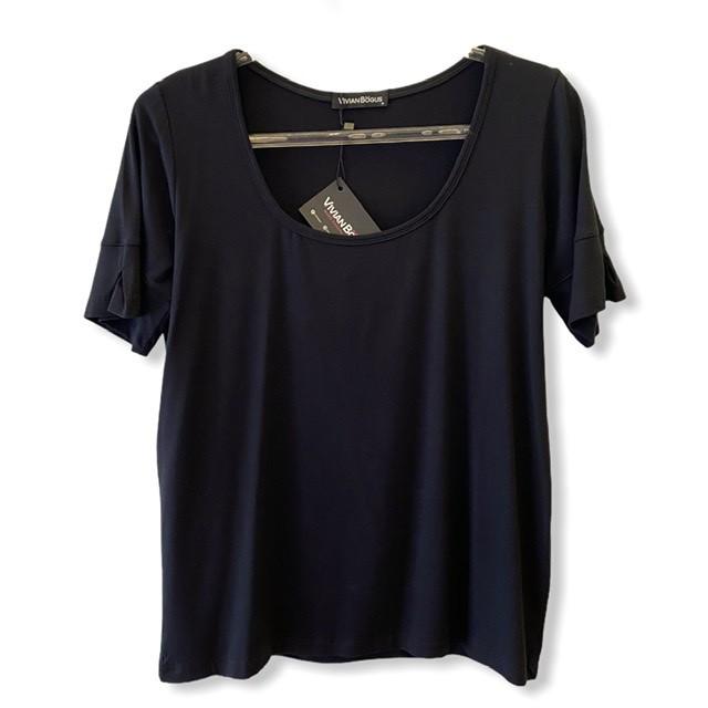 T-shirt basic decote U prega na manga preta  - Vivian Bógus