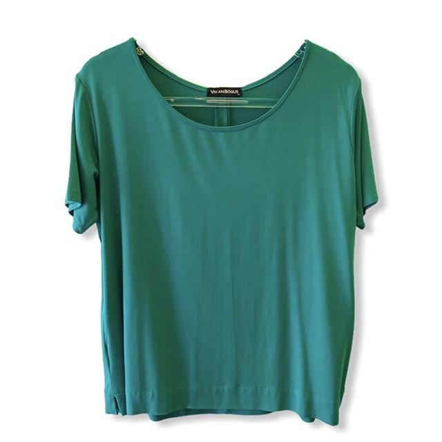 T-shirt basic prega nas costas verde  - Vivian Bógus