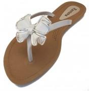 Sandália Rasteira Rasteka Super Confortável - Laço Branco e Prata, Solado Bege e Tiras Brancas