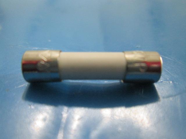 FUSIVEL MICROONDAS CERÂMICO E.T 8AH 250V P 5x20 mm