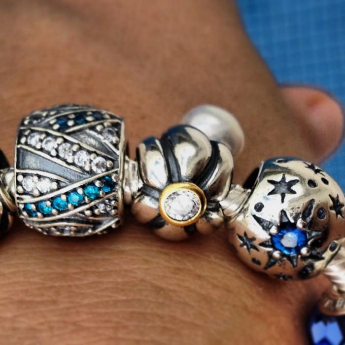 SONHO AZUL, BERLOQUE EM PRATA E ZIRCÔNIAS brancas e azuis