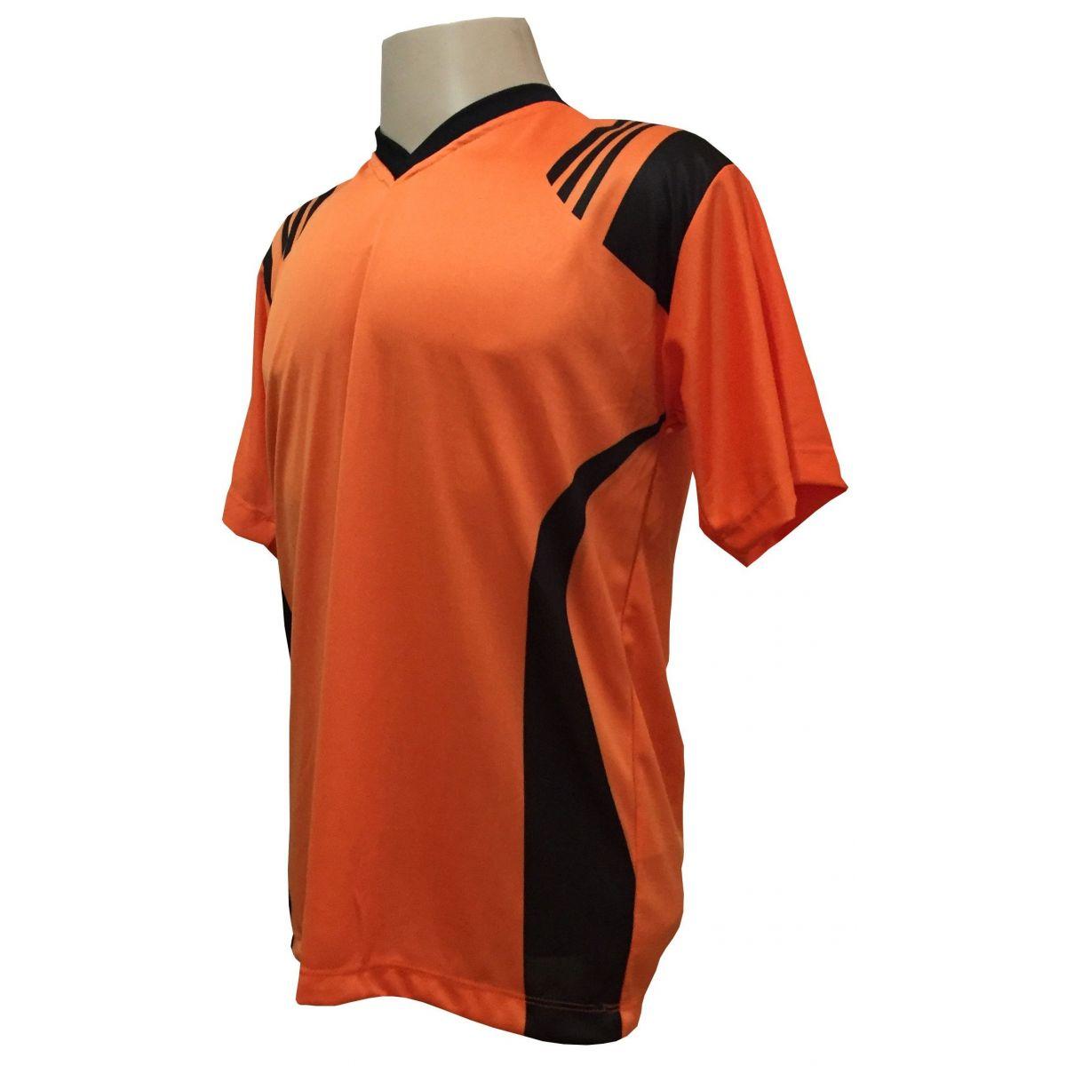 Uniforme Completo modelo Roma 18+2 (18 Camisas Laranja/Preto + 18 Calções Madrid Preto + 18 Pares de Meiões Pretos + 2 Conjuntos de Goleiro) + Brindes