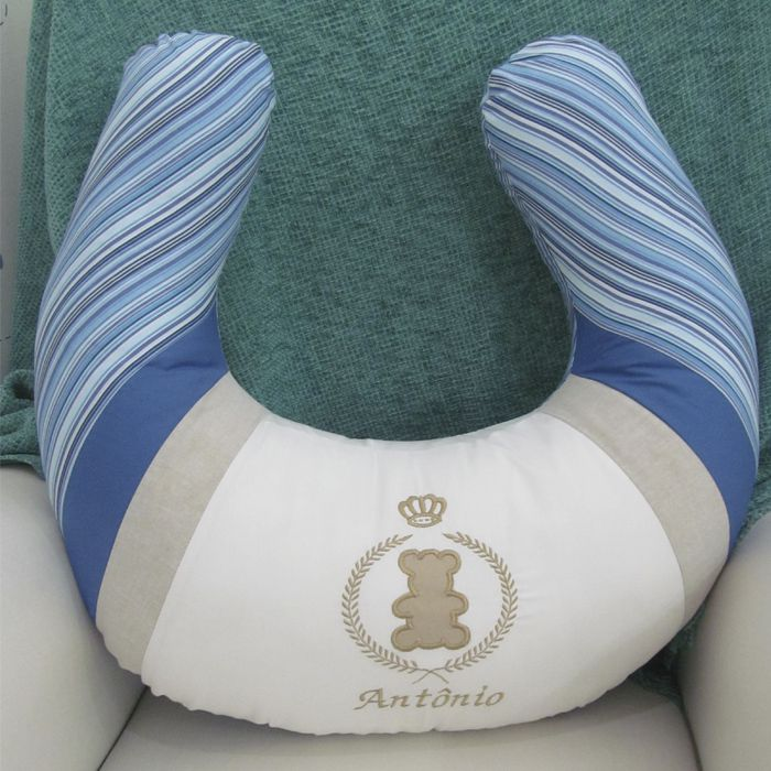 Almofada de amamentação - Urso com brasão   - Gatinhando Quarto dos Sonhos