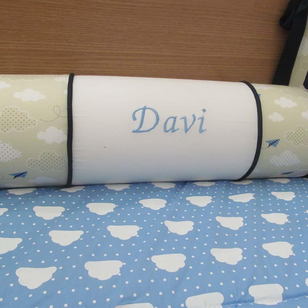 Almofada de rolo avião de papel com o nome  - Gatinhando Quarto dos Sonhos