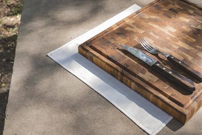 Tábua para Churrasco em Madeira Teca 44 x 37 cm