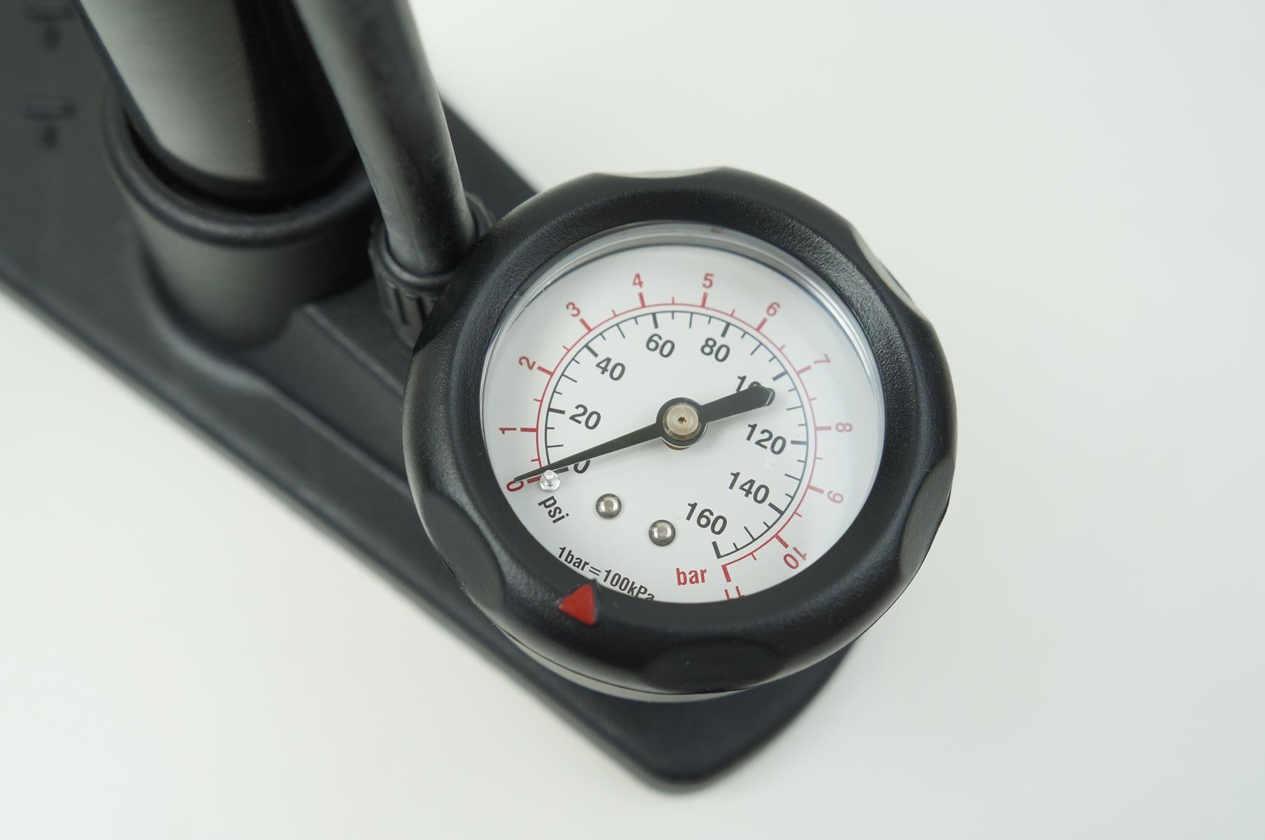 Bomba de Pé para bicicletas Giyo GF03 em Aluminio Com Manômetro 160psi