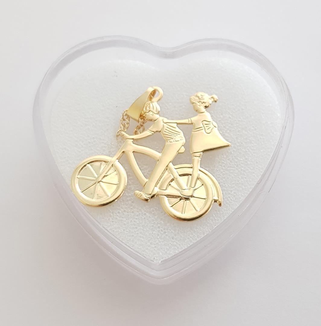 Colar com Pingente Bicicleta e Casal de Namorados Folheado à Ouro 18k