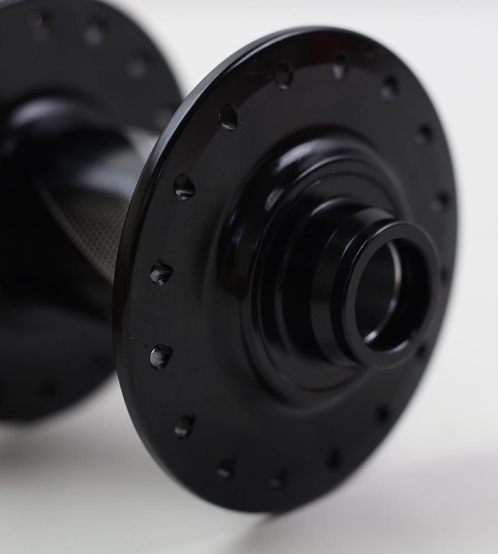 Cubo Dianteiro Fastace DA201 Preto Eixo 15x100mm QR15 32 Furos com Rolamentos
