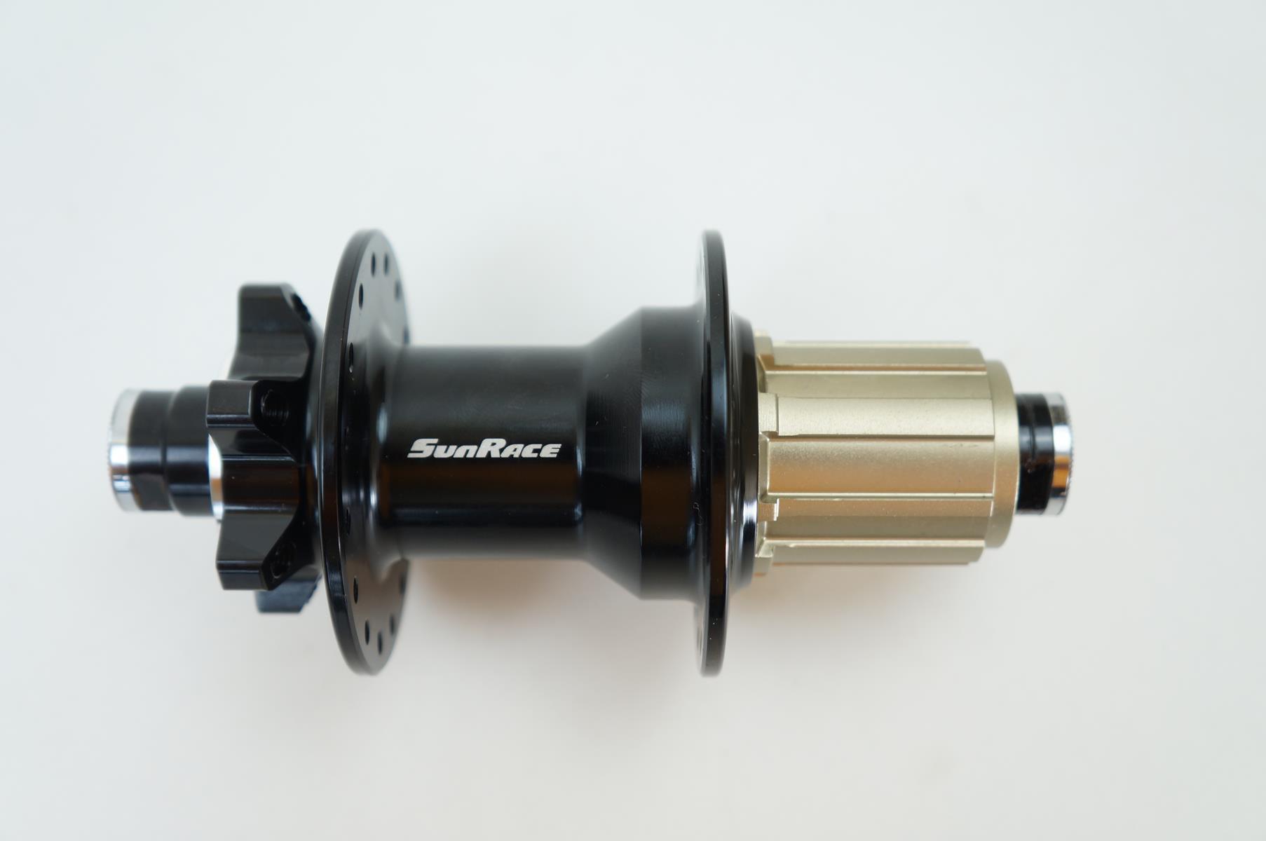 Cubo Traseiro Sunrace MX92 142 x 12mm 32 Furos com Rolamentos Eixo Passante
