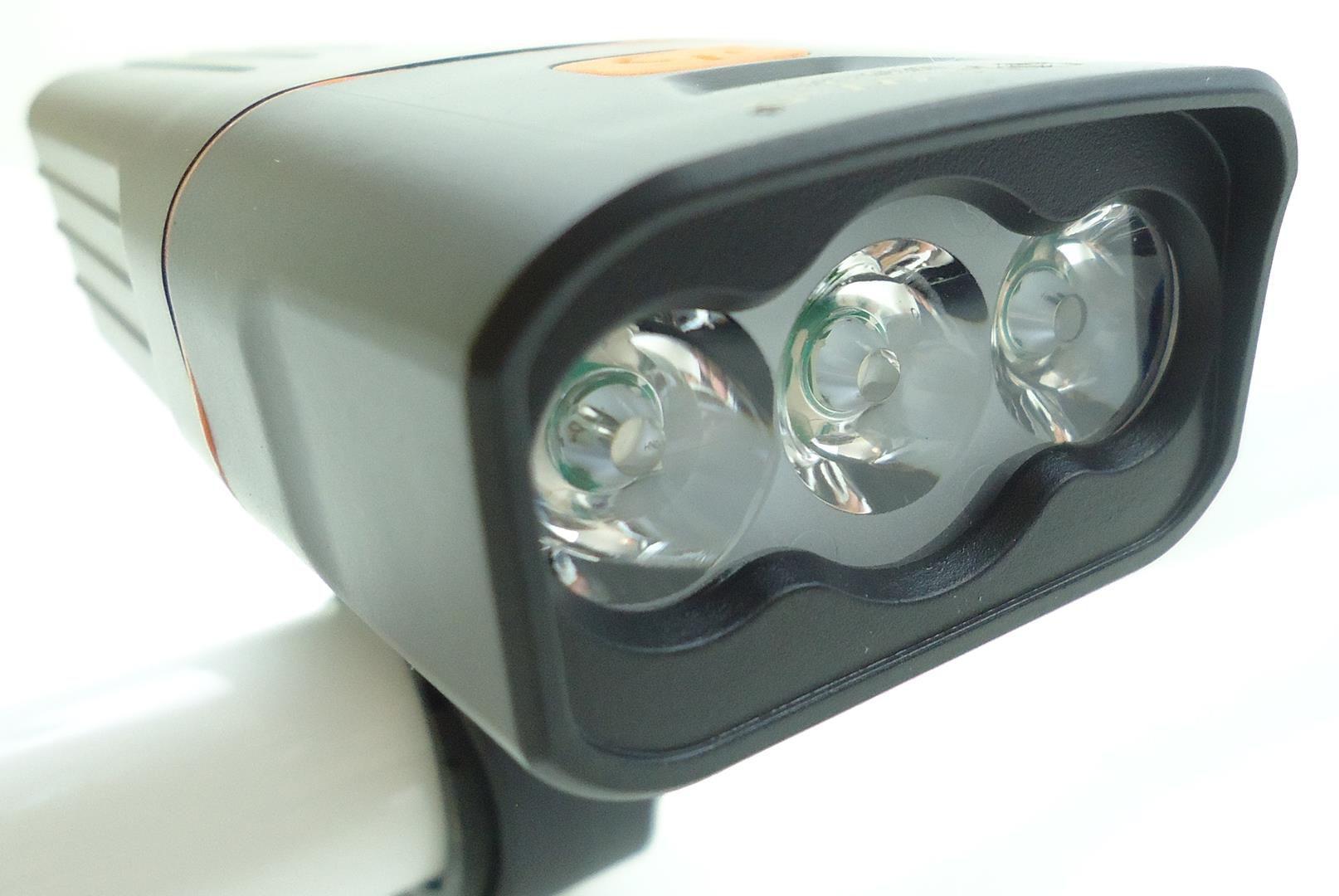Lanterna Farol Dianteiro para Bicicleta JWS WS-151 3 Super Leds 500 Lúmens Preto Recarregavél