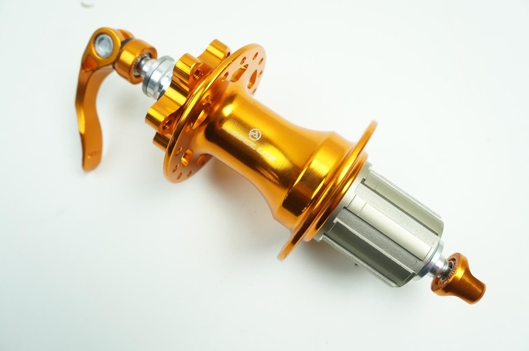 Par Cubos Absolute Prime Eixo 9mm 32 Furos Rolamento Padrão Shimano Dourado