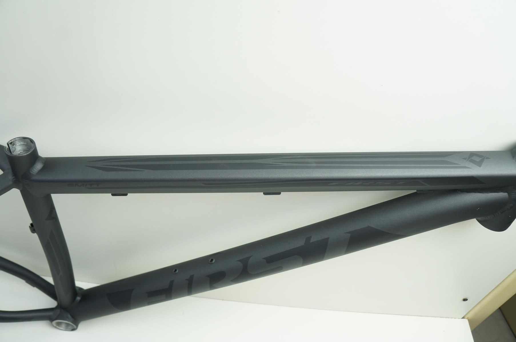 Quadro Mtb First Smitt Aro 29 Tam 15,5 Preto Grafite Fosco em Aluminio