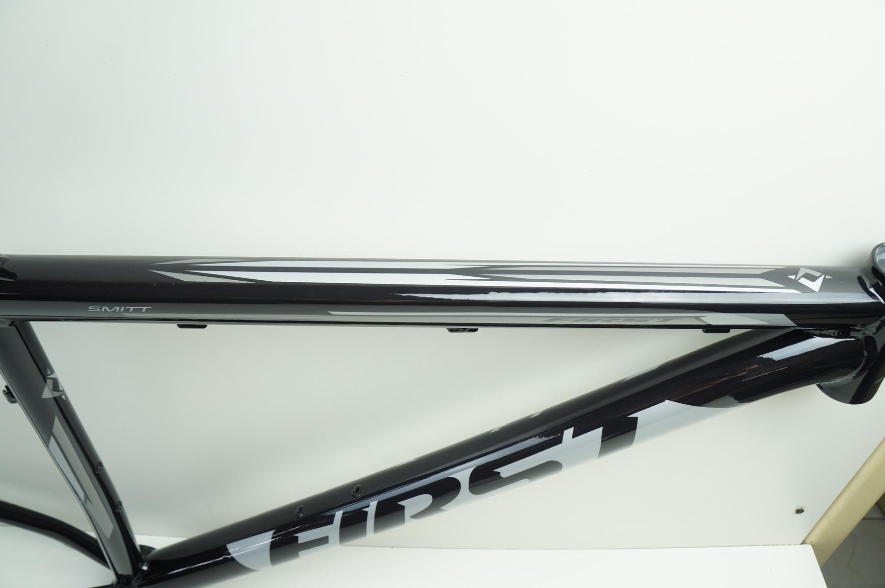 Quadro Mtb First Smitt Aro 29 Tamanho 19 Cor Preto com Prata Em Aluminio