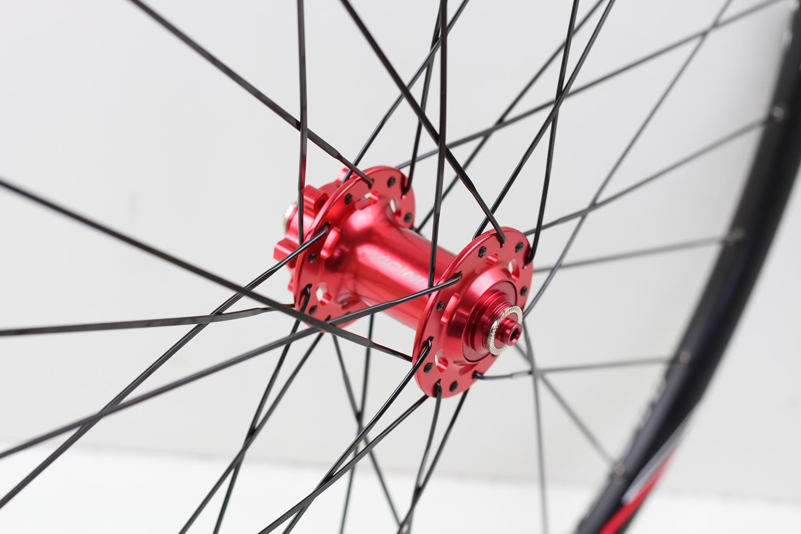 Rodas MTB Aro 29 Vicinitech 1550 Disc Alumino Preta com Cubo Vermelho Com Discos