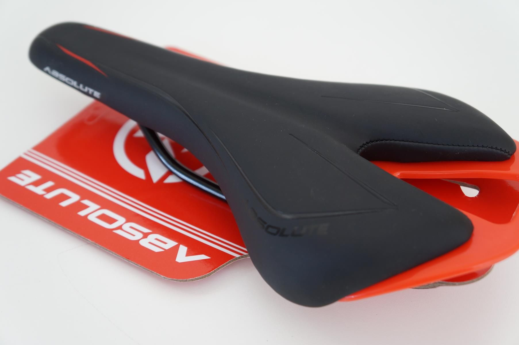 Selim Bicicleta Absolute Speed Preto com Vermelho 140mm Largura