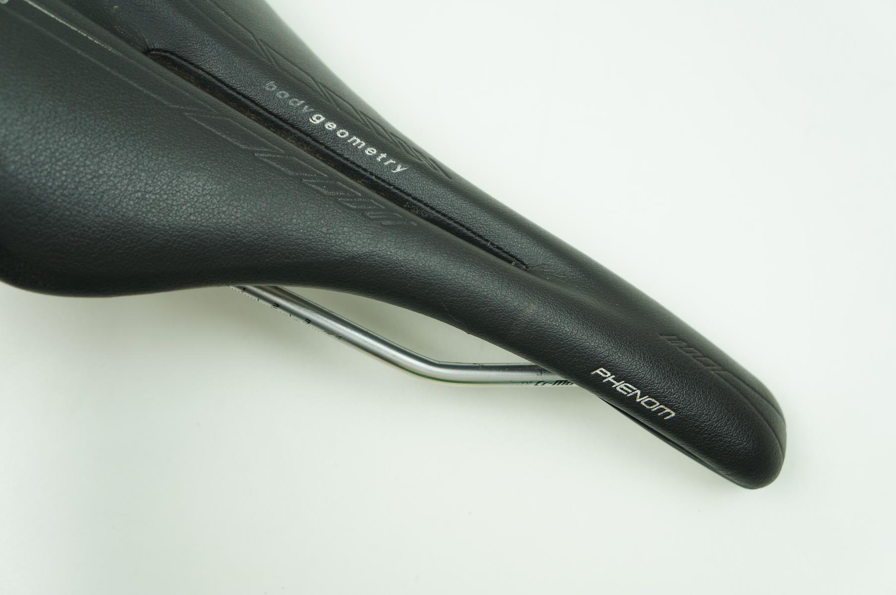 Selim Bicicleta Specialized Phenom Gel Vazado Preto 143mm - USADO
