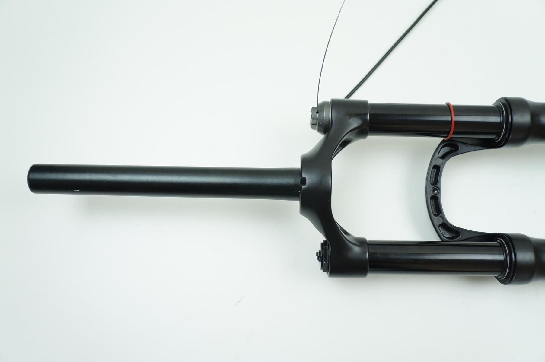 Suspensão Absolute Prime À Ar 29er 100mm Espiga Reta Eixo 9mm com Trava no Guidão
