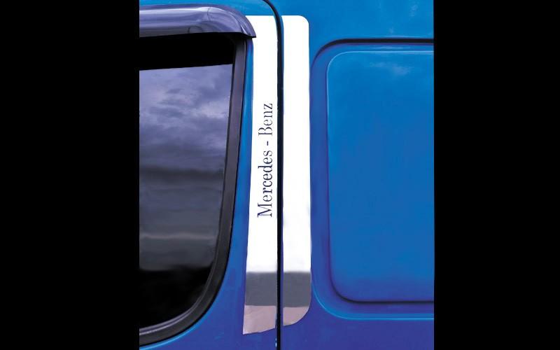 Acabamento Coluna da Porta Inox Caminhão MB Accelo ( para 2 Portas)