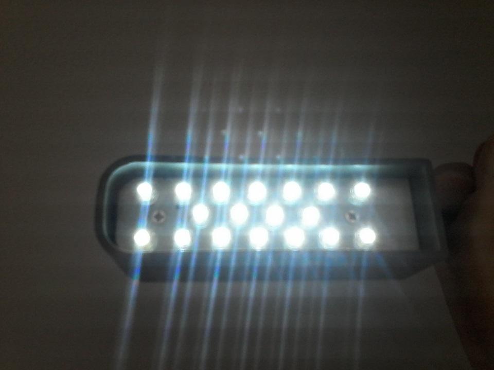 Luminária 18 Leds haste flexível com plug de ligação