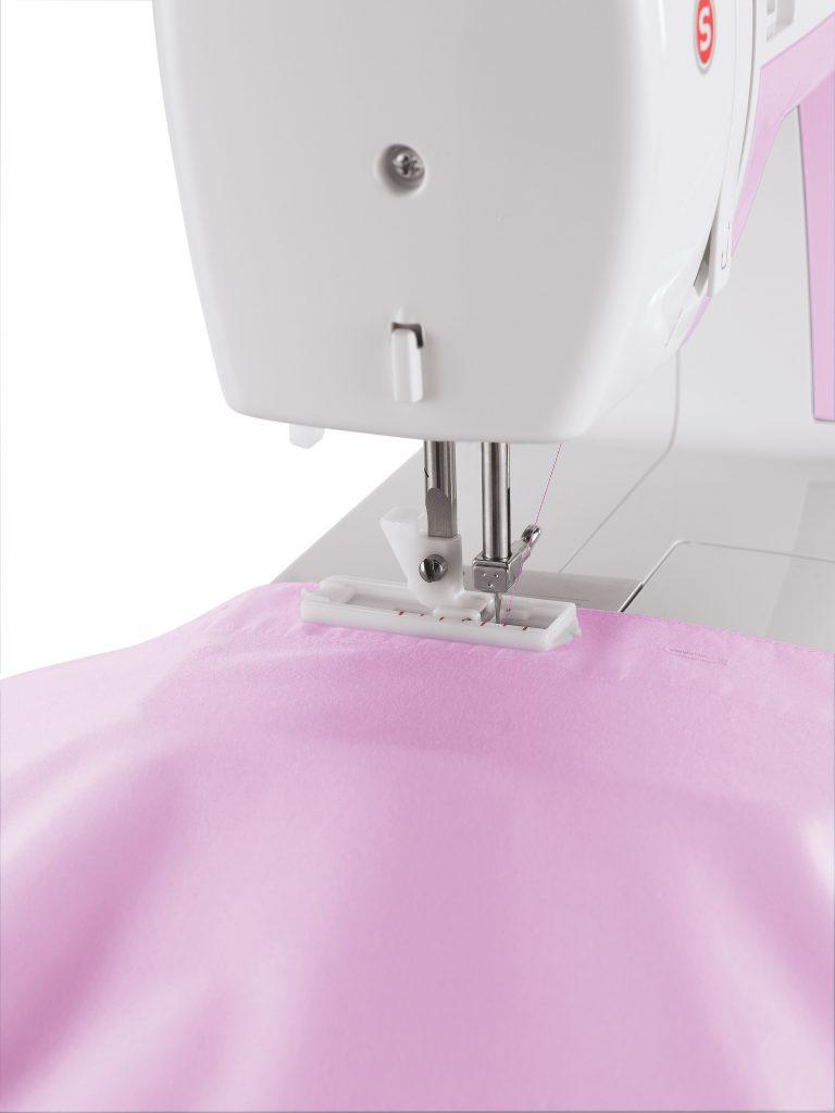 Máquina de Costura SINGER Simple 3223 - Com Braço Livre!