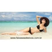 Mulher na Praia Adesivo decorativo para lojas 85x160cm