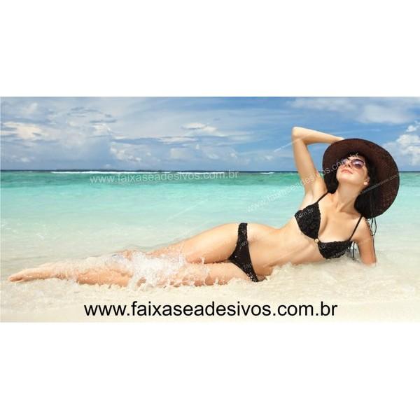 Mulher na Praia Adesivo decorativo para lojas 85x160cm  - FAC Signs Impressão Digital