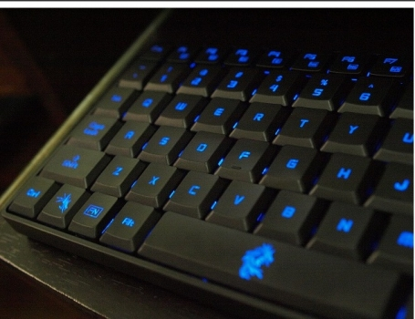 Teclado Dragon War Dark Sector Professional Gaming GK-002 - Dragon War