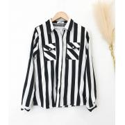 Blusa Social Listrada Com Bolso Preto e Branco