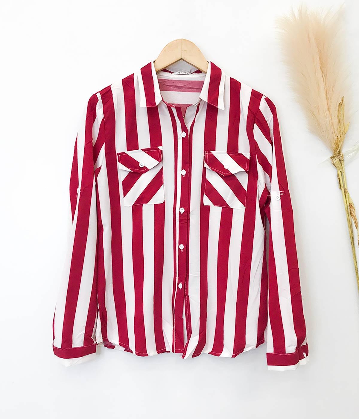 Blusa Social Listrada Com Bolso Vermelho e Branco