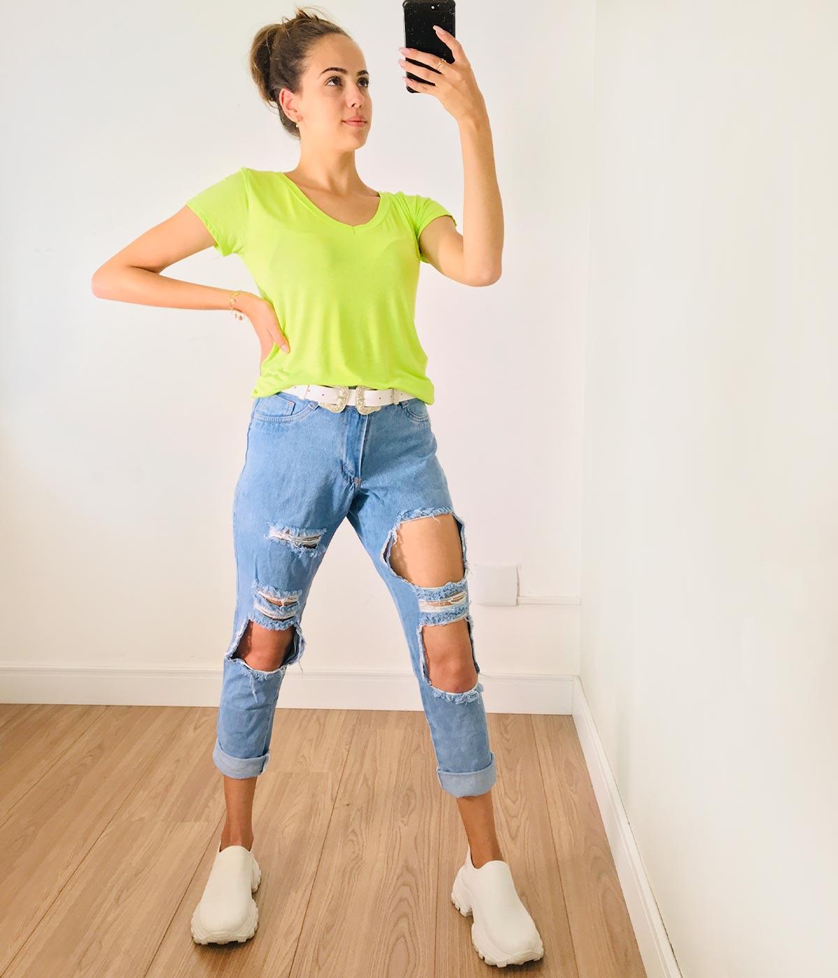 Calça Mom Jeans Rasgada