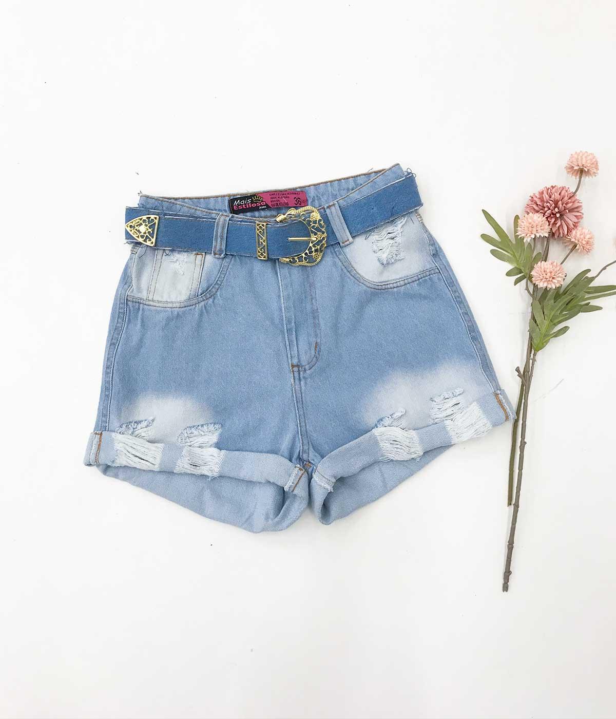 Short Jeans Claro Cinto Fivela Dourada
