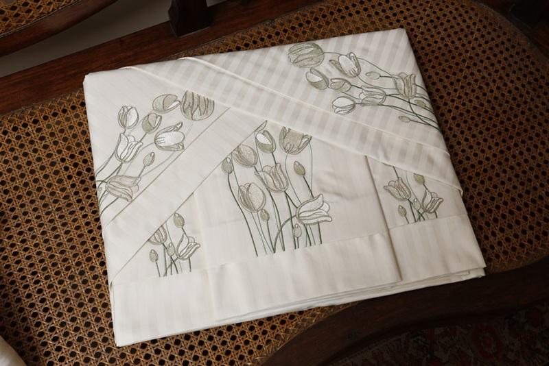 Jogo de Suíte Bordado Tulipa Cor Branco 500 fios Adamascado  - Helô Reis Store