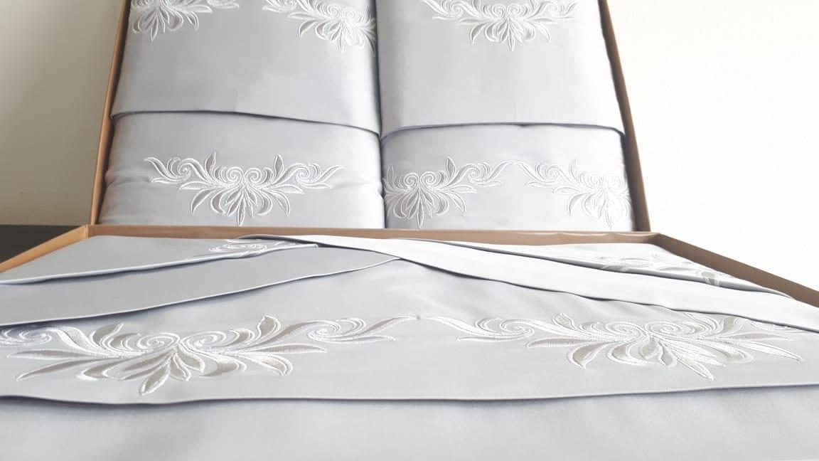 Roupa de Cama 250 fios Cleo  Branco/prata  - Helô Reis Store