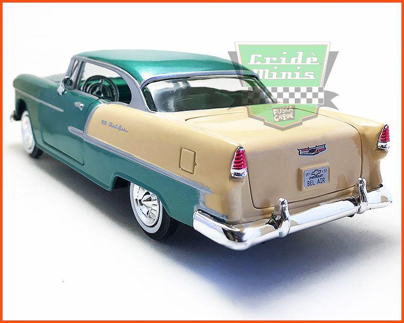 Chevrolet Belair 1955 estofamento verde e com caixa expositora e base - Escala 1/24