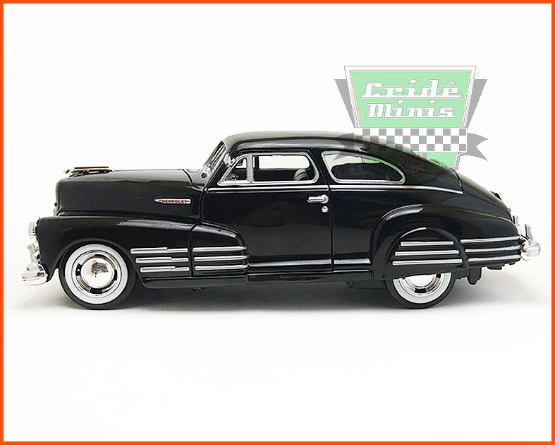 Chevy Aerosedan Fleetline Black 1948 - escala 1/24