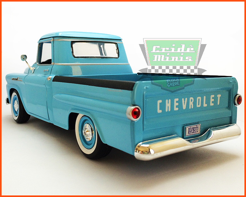 Chevy Apache Fleetside Pick-up 1958 com caixa expositora e base - escala 1/24