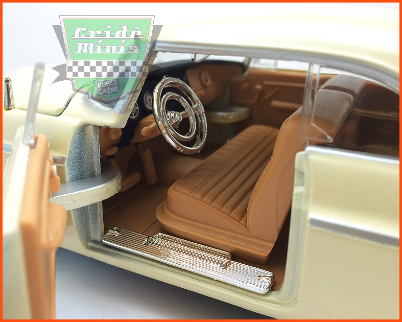 Chrysler C300 1955 creme - escala 1/24