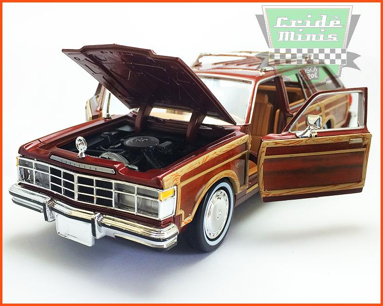 Chrysler LeBaron Town & Country Wagon 1979 - escala 1/24