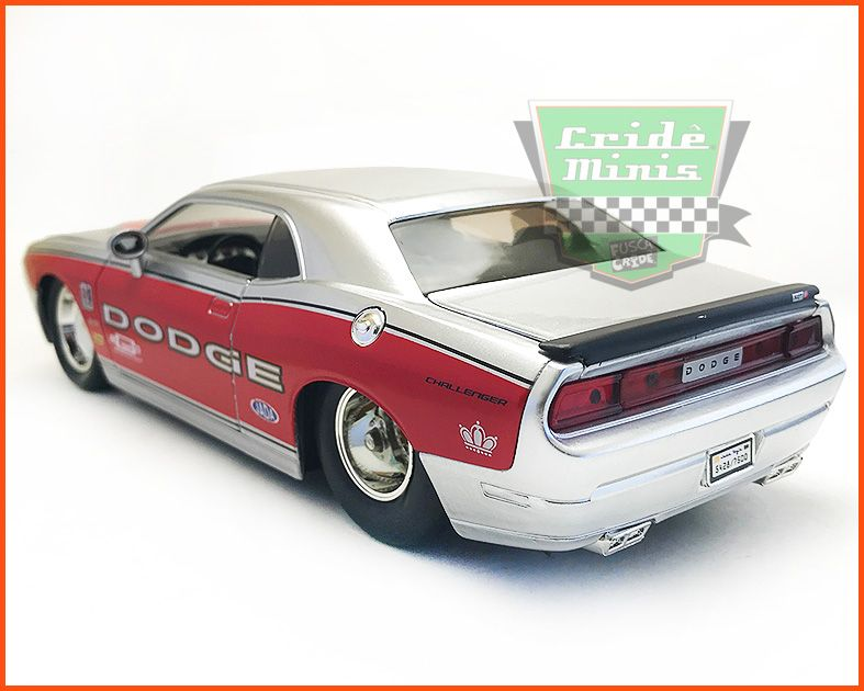 Dodge Challenger SRT8 2008 - escala 1/24