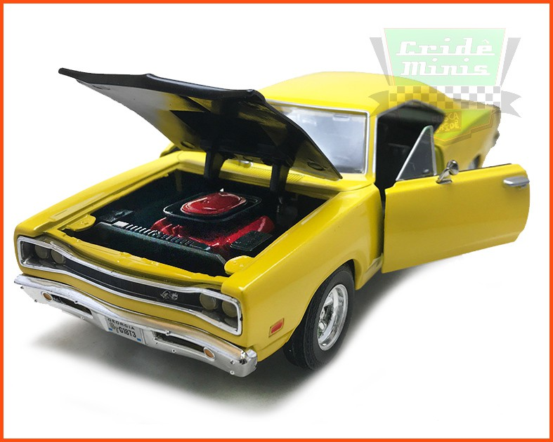 Dodge Coronet Super Bee Amarelo 1969 com caixa expositora e base - escala 1/24
