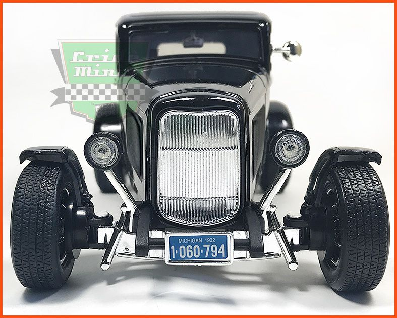 Ford Five Windw Coupe 1932 - escala 1/18