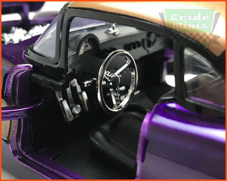 Jada BATGIRL & Chevy  Corvette 1957 com figura  - Escala 1/24
