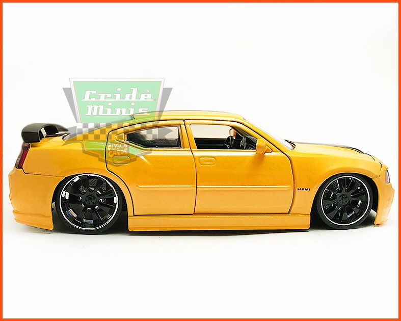 Jada Dodge Charger SRT8 2006 - escala 1/24