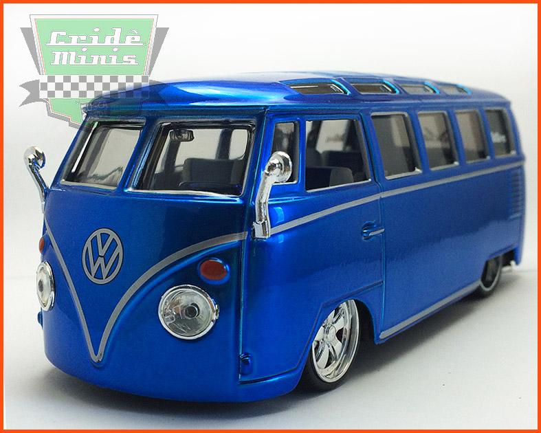 Kombi Custom Van Samba Azul 1969 - escala 1/25
