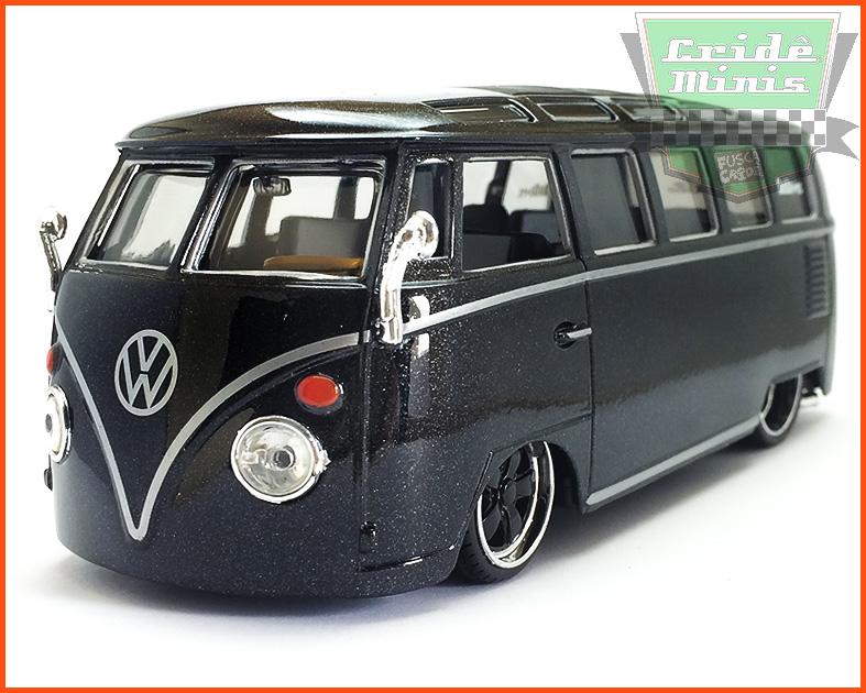 Kombi Custom Van Samba Preto 1969 - escala 1/25