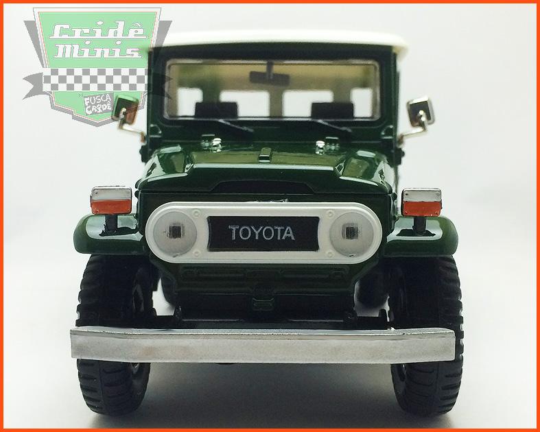 Toyota Bandeirante 1967 com caixa individual e base - escala 1/24