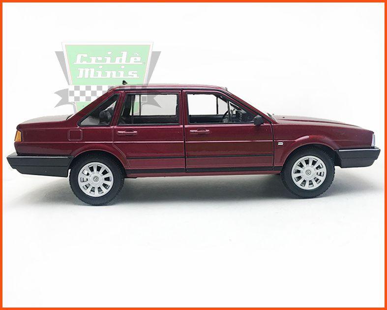 VW Santana 1.8 4 portas Vinho - escala 1/24