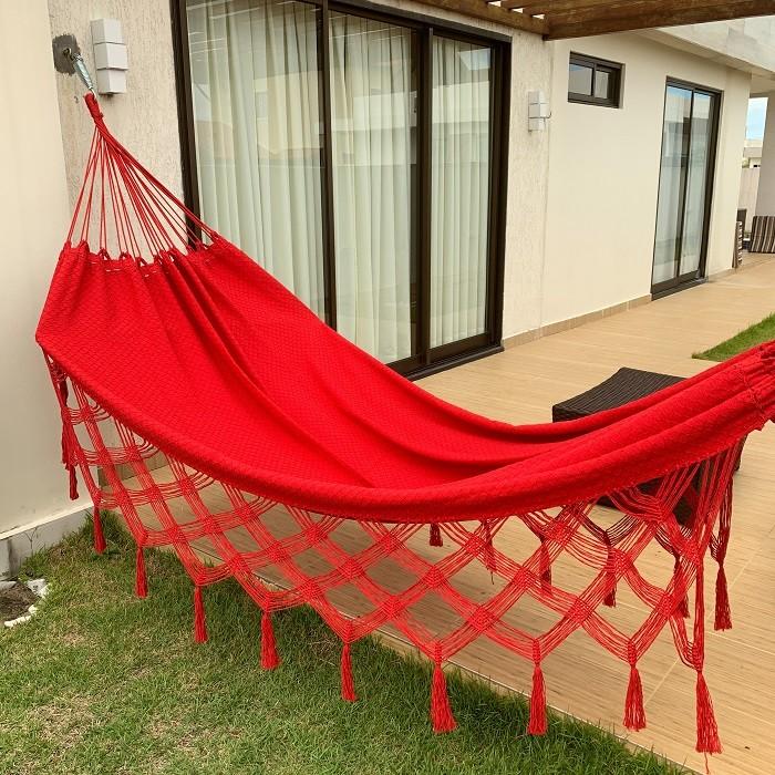Rede de Dormir e Descansar Casal Algodão Bucho de Boi Vermelho Varanda de Capas