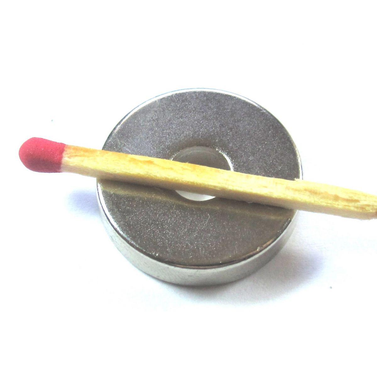 Imã de Neodímio Anel N35 22x6,35x5 mm