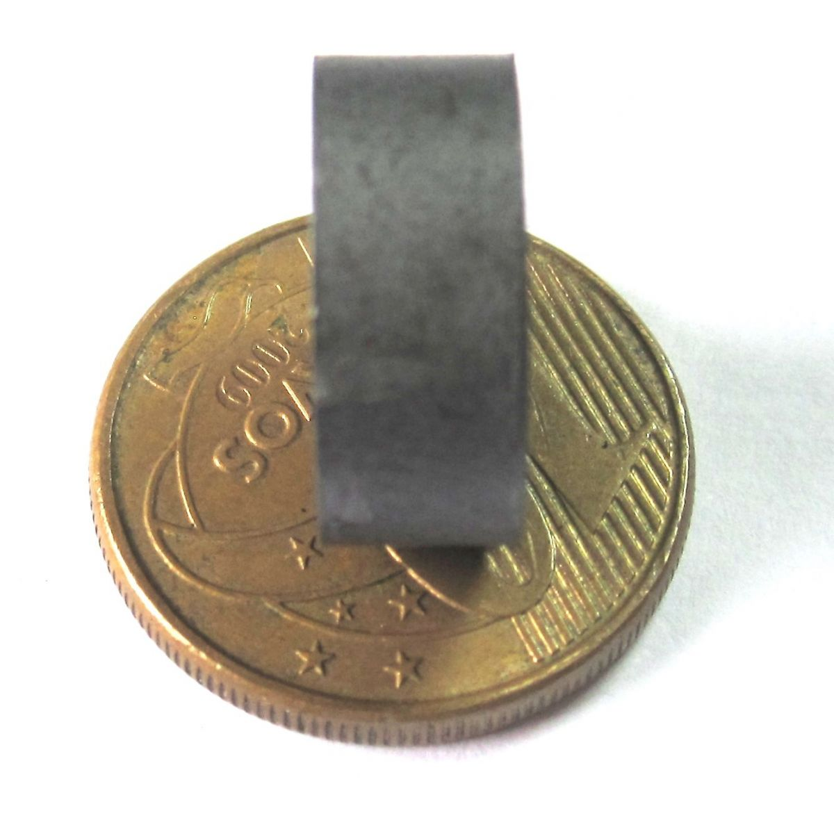 Imã de Ferrite Disco (cerâmica) Y30 15x6 mm  - Polo Magnético